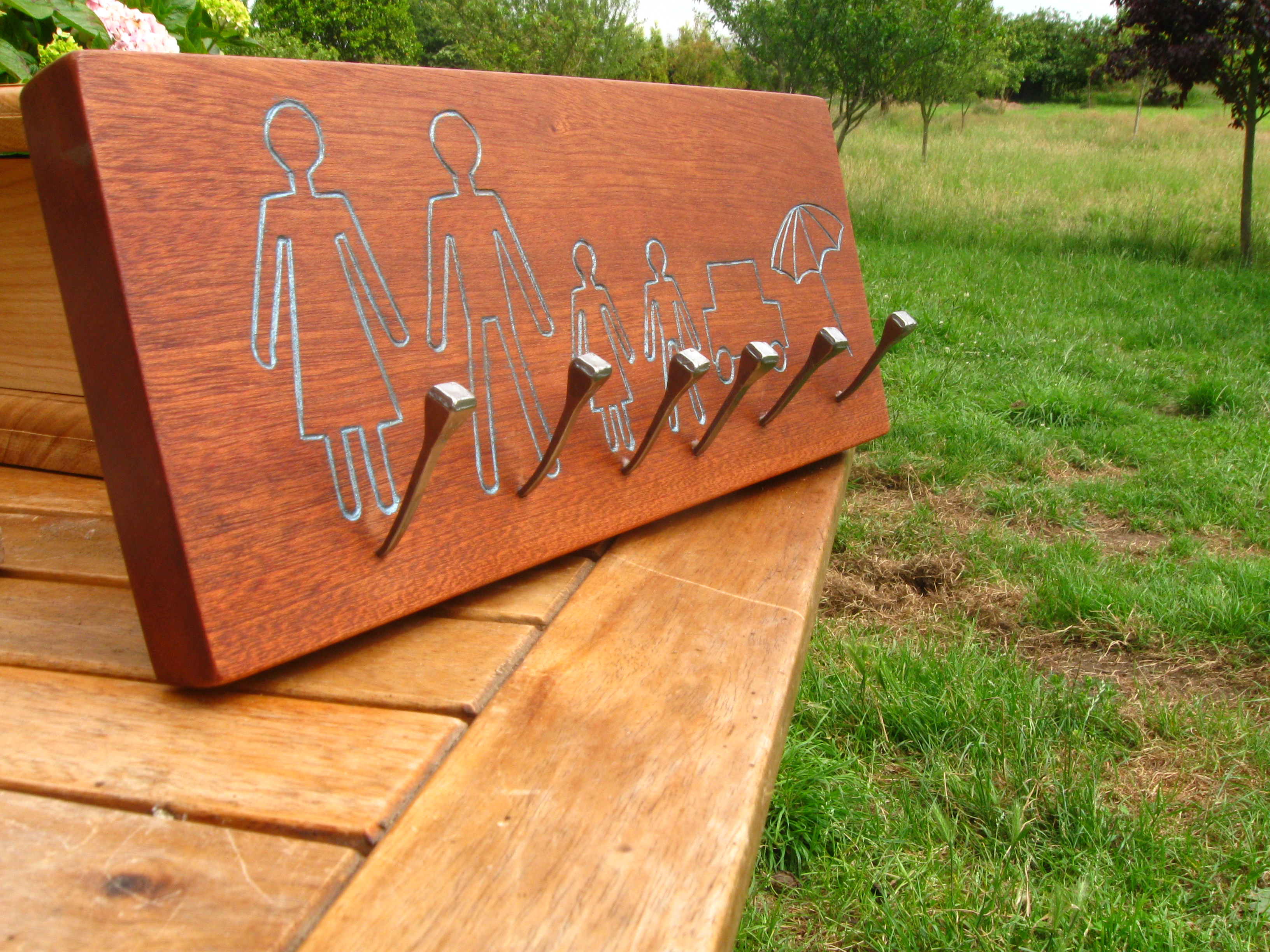 Tallado ebanisteria luengo - Colgadores de pared de madera ...