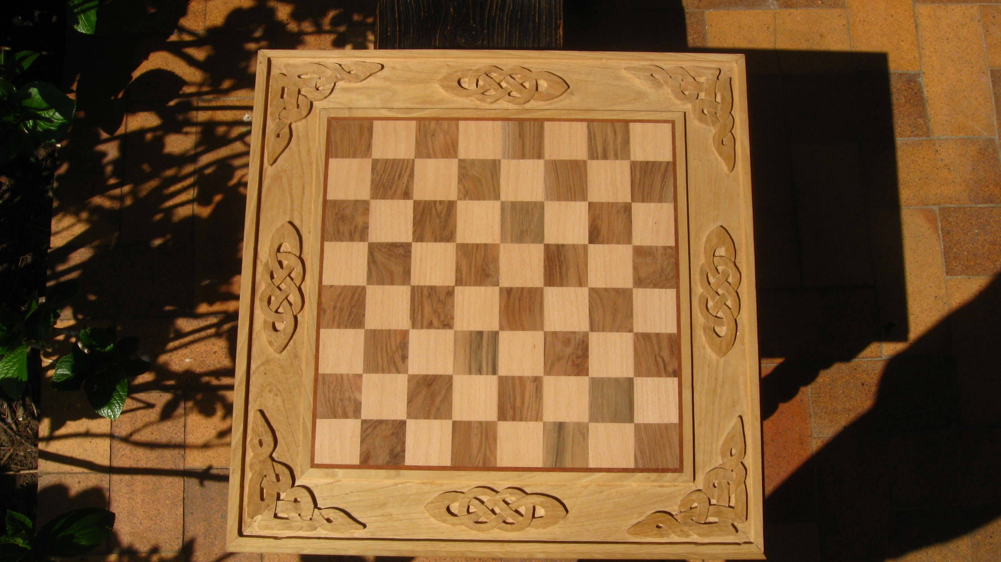 Mesa de ajedrez ebanisteria luengo for Tablero madera maciza
