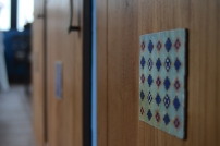 Detalle de uno de los azulejos de cerámica.